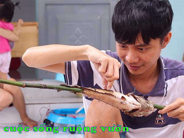 cá lóc nướng trui miền tây - rỉa cá